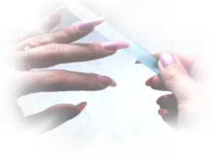 Glass nail file Merites: hands with glass nail file